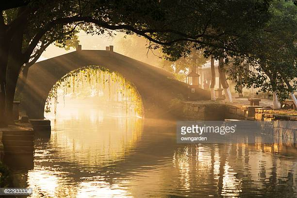 arch bridge over river - suzhou stock pictures, royalty-free photos & images