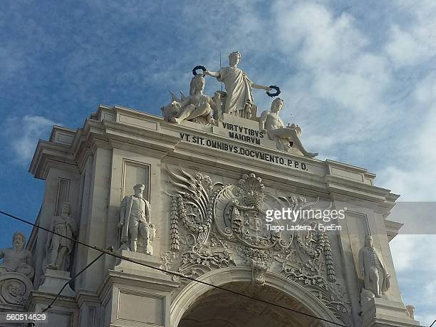 arch of rua augusta in commerce square - insignia stock pictures, royalty-free photos & images