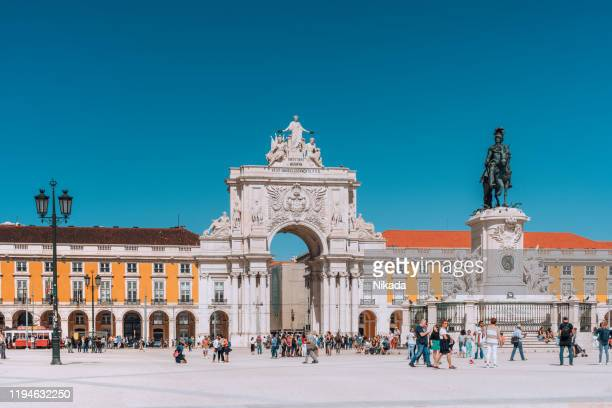arch of rua augusta in lisbon, portugal - rua stock pictures, royalty-free photos & images