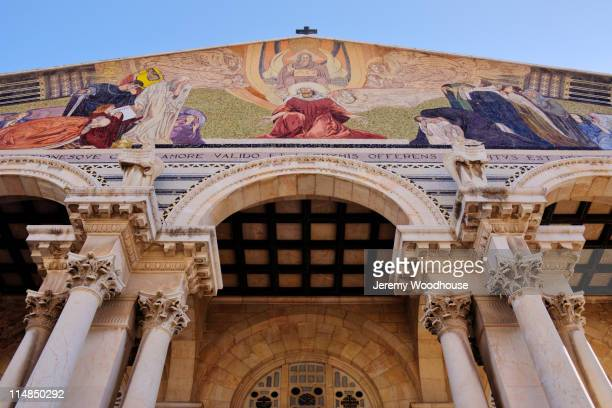 arch of the church of all nations - garden of gethsemane stock pictures, royalty-free photos & images