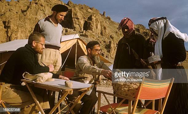 Archaeological Excavations In Jordan. Un chantier de fouilles archéologiques en Jordanie. Sur le campement, des archéologues.
