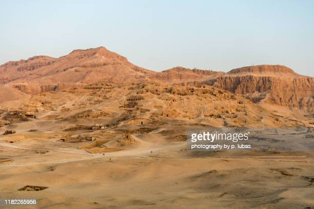 archaeological sites on the nile's west bank - luxor, egypt - luxor thebes stock pictures, royalty-free photos & images