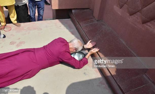 Archbishop of Canterbury Justin Welby pays tributes at the Jallianwala Bagh memorial on September 10 2019 in Amritsar India The Archbishop of...