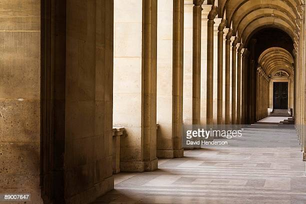 arched hallway, louvre museum, paris, france - musee du louvre stock pictures, royalty-free photos & images