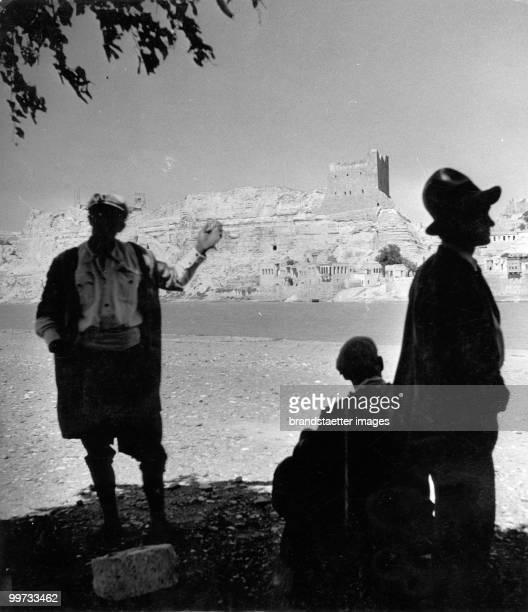 Archeological sites near the Euphrat. Picture was taken during the Expedition of Freiherr von Kummer. Photograph. Around 1930.