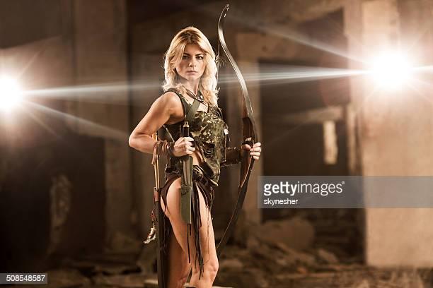 arco e flecha. - mulher guerreira imagens e fotografias de stock