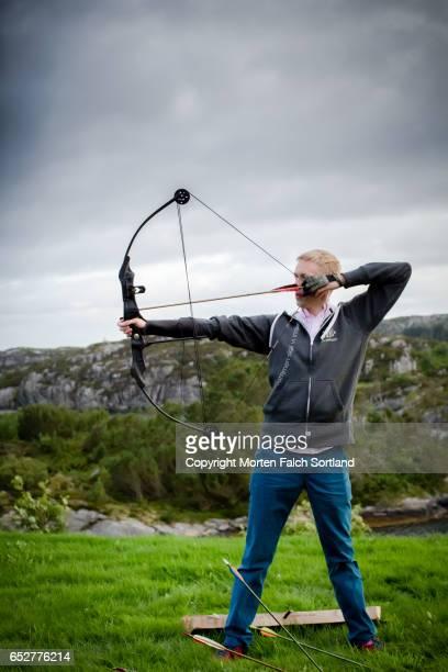 archery target practice - arco arco e flecha - fotografias e filmes do acervo