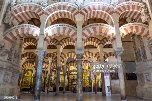 arches and columns in mosque-cathedral of cordoba - スペイン コルドバ市 ストックフォトと画像