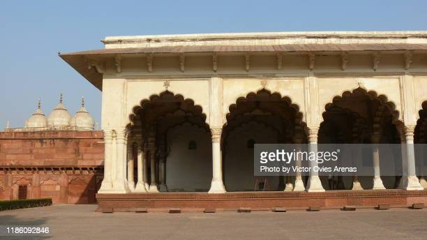 arches of the mina masjid in the red fort in agra, uttar pradesh, india - victor ovies fotografías e imágenes de stock