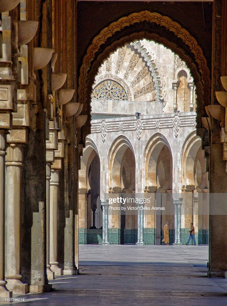 Arches of the Square outside the Mosque of Hassan II in Casablanca, Morocco : Foto de stock