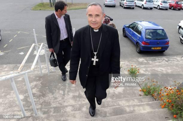 L'archevêque de Toulouse Mgr Robert Le Gall arrive pour une conférence de presse le 27 septembre 2010 au diocèse de Toulouse Devant des milliers de...