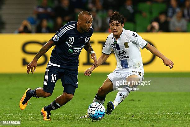 Archie Thompson of Melbourne controls the ball during the AFC Champions League match between the Melbourne Victory and Jeonbuk Hyundai Motors at AAMI...