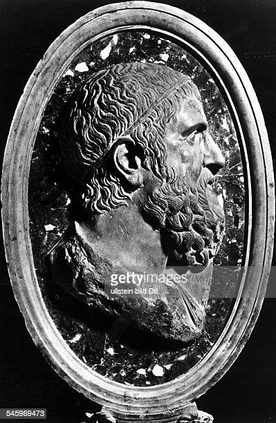 Archimedes Archimedes ca 287 BC 212 BC ancient Greek inventor mathematician astronomer and physicist portrait ancient medallion
