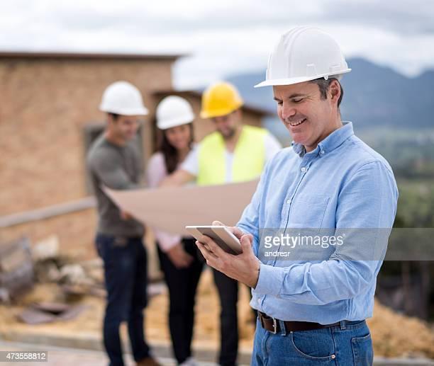 Architekt auf einer Baustelle