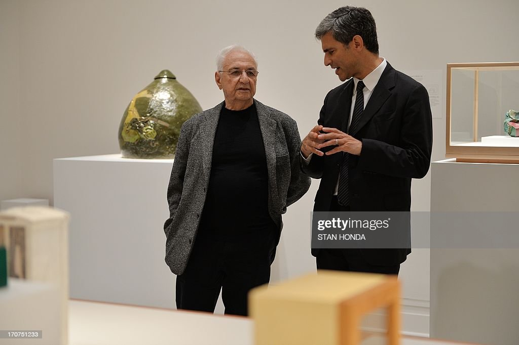 Architect Frank O. Gehry (L) and Michael Govan, CEO and Wallis Annenberg Director, Los Angeles County Museum of Art, during a preview of 'Ken Price Sculpture: A Retrospective' June 17, 2003 at the Metropolitan Museum of Art in New York. The installation was designed by Gehry, a long time friend of the artist. AFP PHOTO/Stan HONDA
