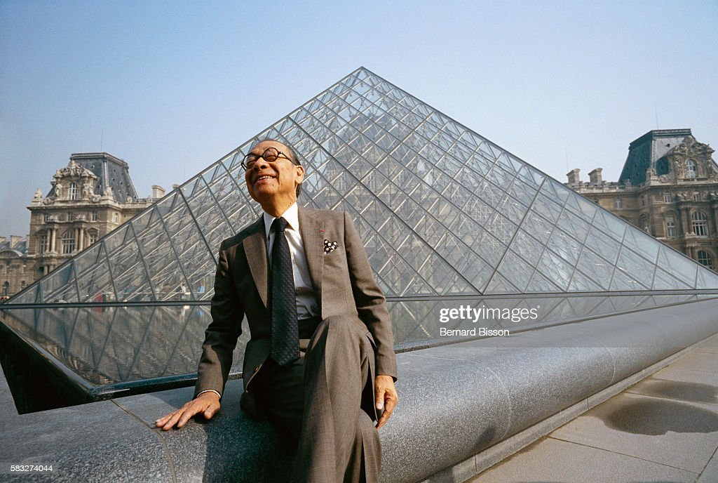 I.M. Pei at Louvre Pyramid : News Photo