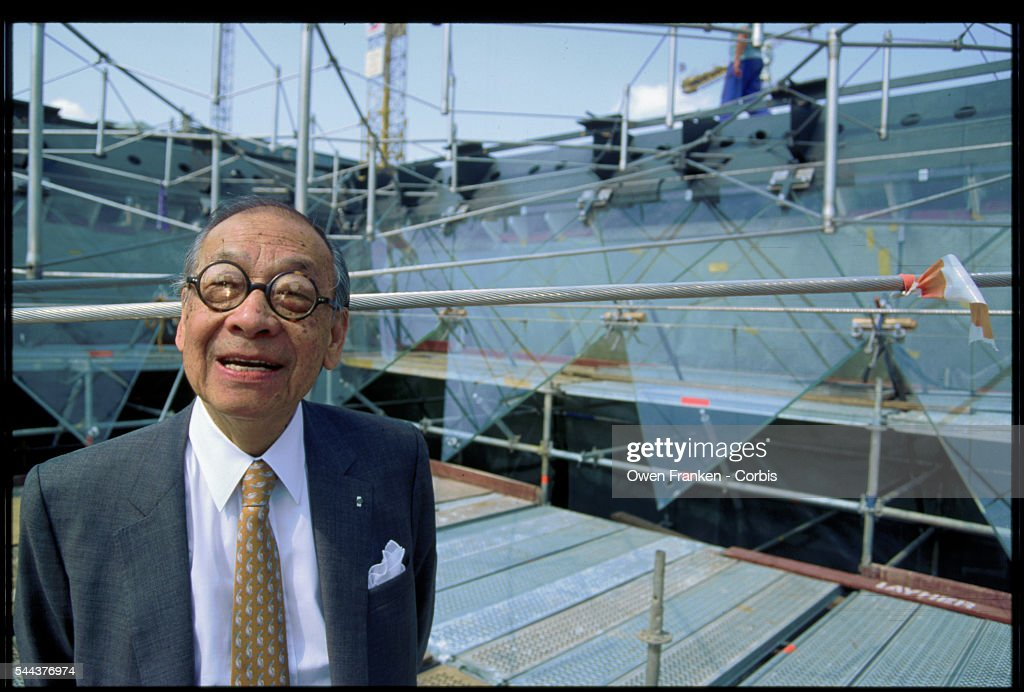 I.M. Pei at the Louvre Pyramid Construction : News Photo