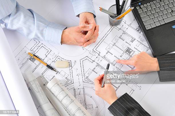 Architekt ist Beratung mit dem Kunden Gebäude Pläne, Draufsicht