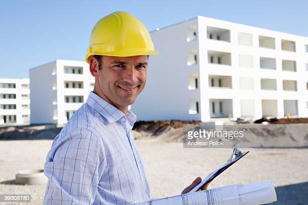architect on construction site - vorarbeiter stock-fotos und bilder