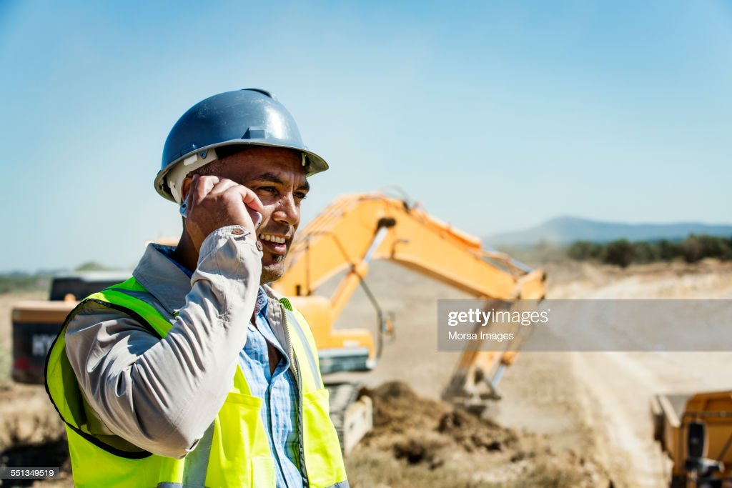 Architect using mobile phone at quarry : Foto de stock