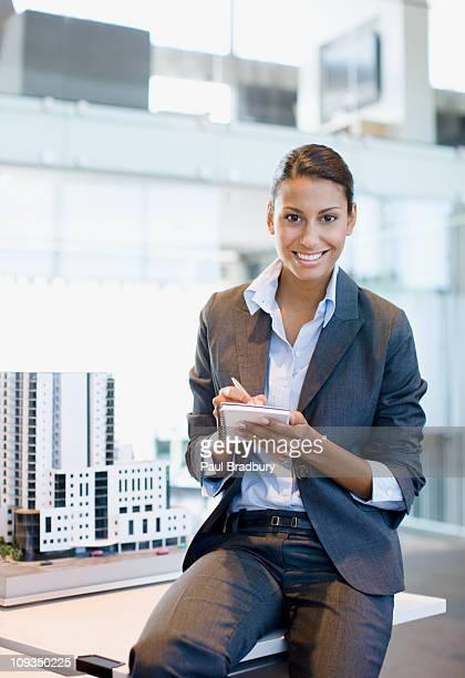 Architekt Schreiben im Editor im Büro