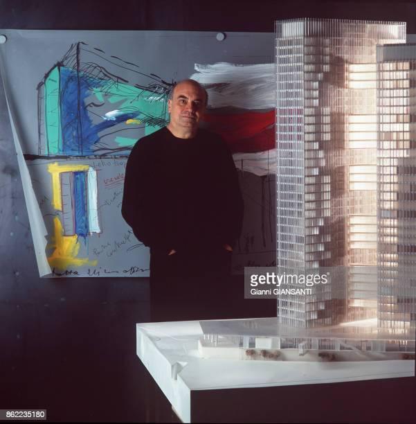 Architecte italien Massimiliano Fuksas dans son atelier à Rome le 14 mars 2005, Italie.