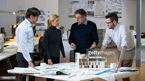 Les architectes et Custumer dans le bureau