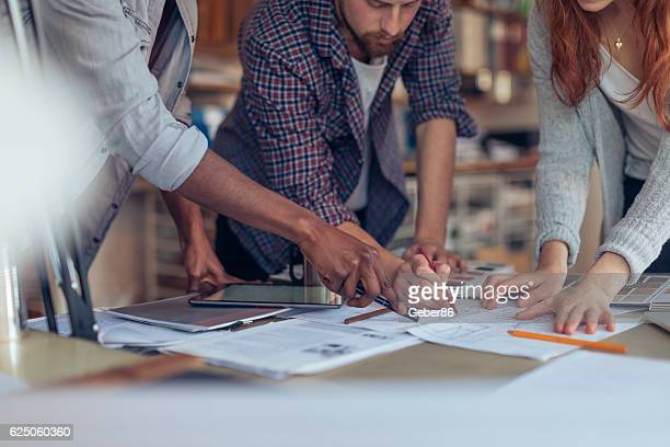 architects working together - architect stockfoto's en -beelden