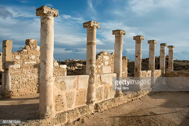 architectural columns at paphos archaeological park, cyprus. - パフォス考古学公園 ストックフォトと画像