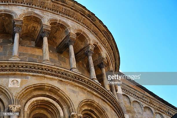 Détail Architectural de la basilique de Bergamo avec des colonnes et Arches