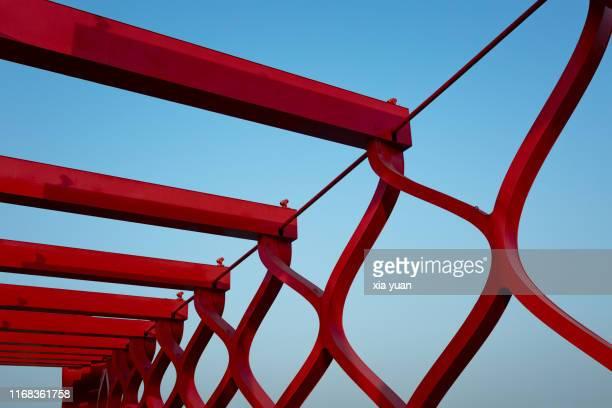 architectural detail of red iron bridge against blue sky - yangzhou foto e immagini stock