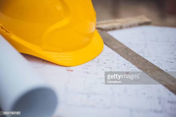 architecturale apparatuur op de bouwplaats! - herbouwen stockfoto's en -beelden