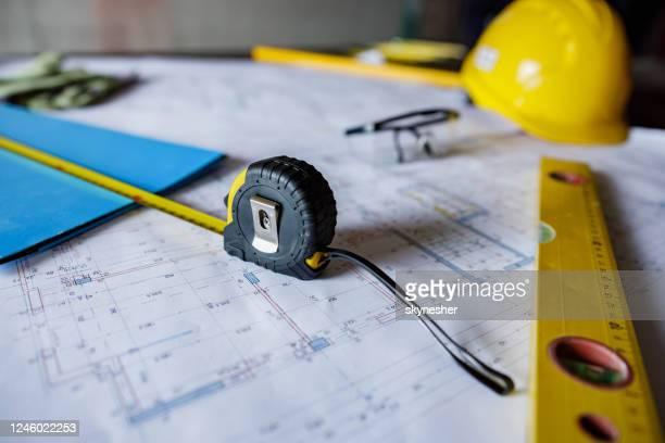 bouwkundige apparatuur op bouwplaats! - herbouwen stockfoto's en -beelden