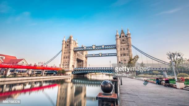 architectural landscape of london bridge in suzhou,jiangsu province,china - london bridge fotografías e imágenes de stock