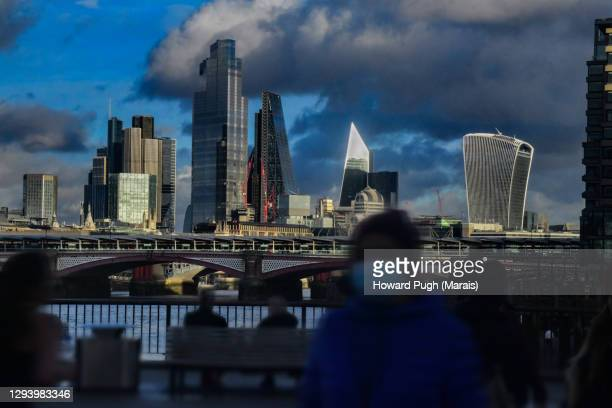 architectural monuments to london skyline - howard pugh stock pictures, royalty-free photos & images