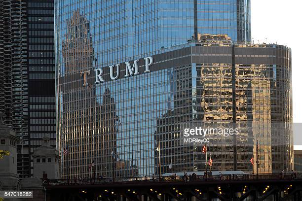 architectural reflection of chicago in trump tower - utc−10:00 stock pictures, royalty-free photos & images