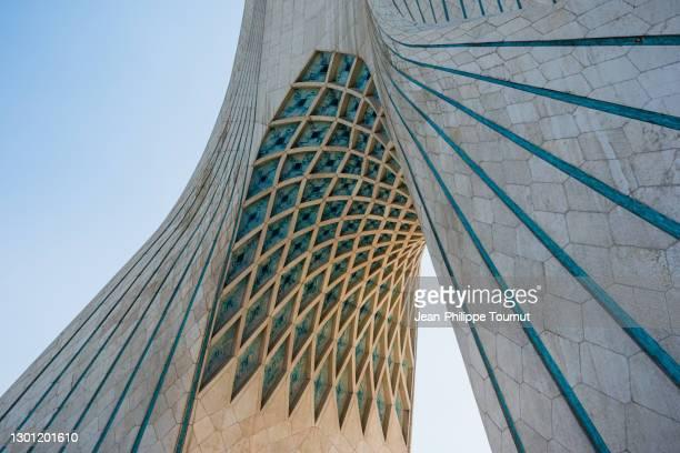 architecture of the azadi tower in tehran, freedom monument and symbol of the iranian capital, iran - porta cittadina foto e immagini stock