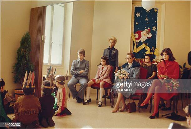 Archives Monaco family In Monaco In 1973Grace with her children at Christmas party for the children at the Principality's nursery at Notre Dame de...