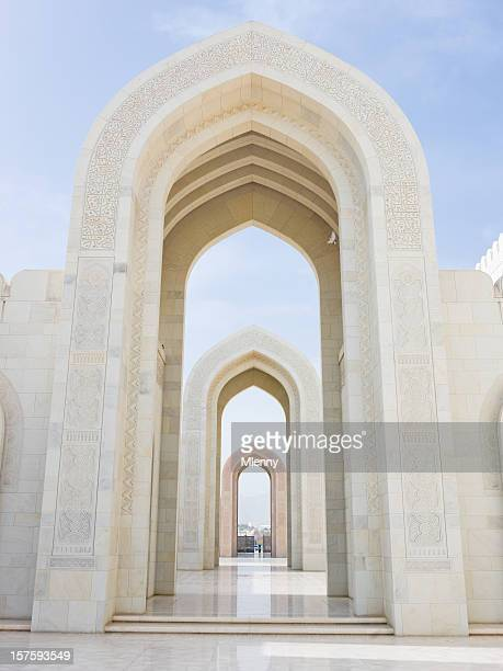 archway sultan qaboos grand mosque muscat oman - sultan qaboos mosque stock pictures, royalty-free photos & images