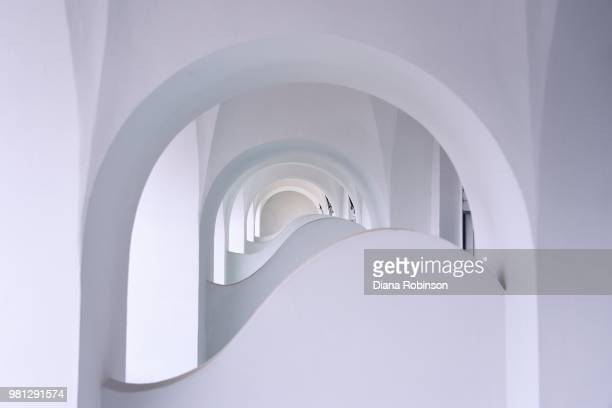 archways on capri - boog architectonisch element stockfoto's en -beelden