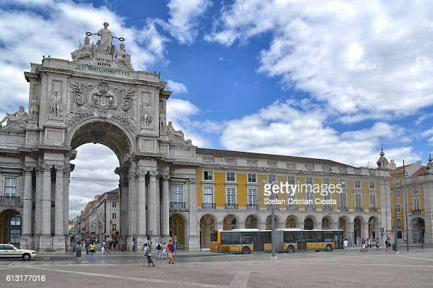 arco da rua augusta lisbon - praça do comércio imagens e fotografias de stock