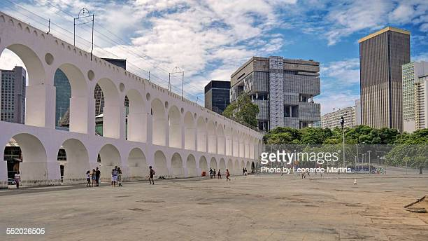 arcos da lapa e centro da cidade - limpet stock photos and pictures