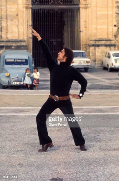 1972 Arcos de la Frontera Cadiz Spain Antonio shooting the TV film ' The three peaks hat' with Lola Avila
