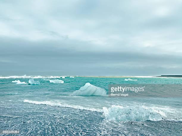 arctic coastline, iceland - pakijs stockfoto's en -beelden