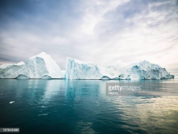 arctic icebergs greenland north pole - poolklimaat stockfoto's en -beelden