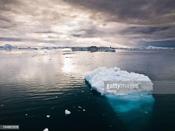 北極 icebergs グリーンランドノースポール xxxl - 北極 ストックフォトと画像