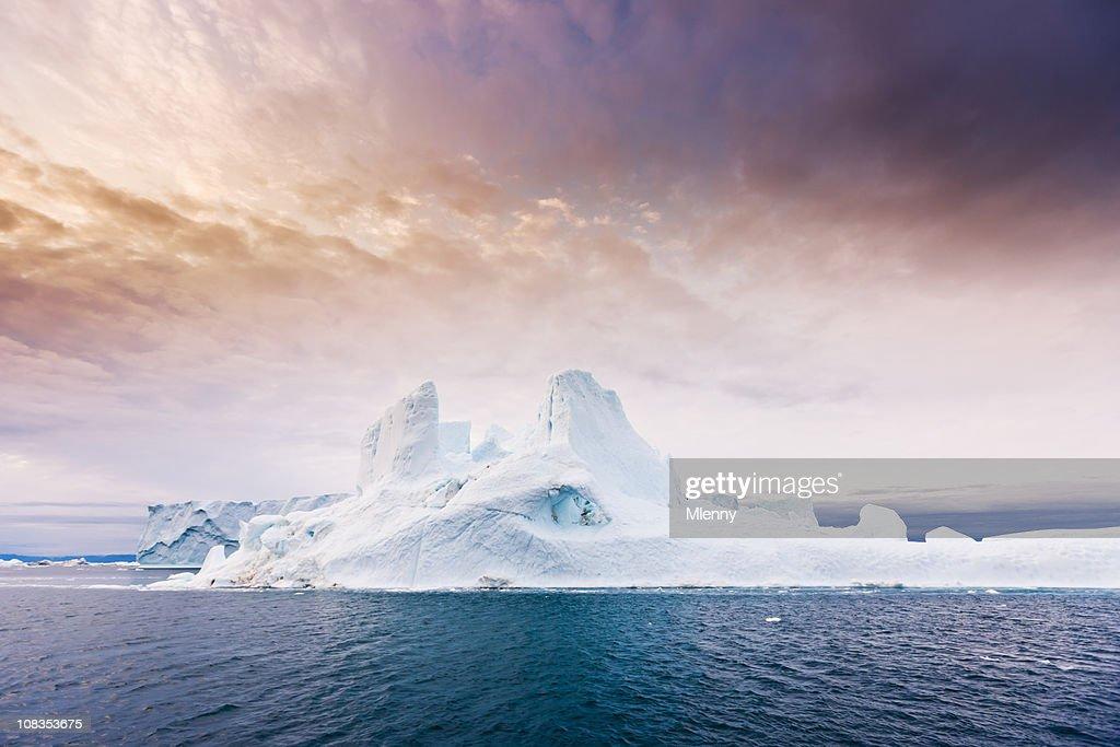 北極不安定な日の出氷山北西グリーンランド : ストックフォト