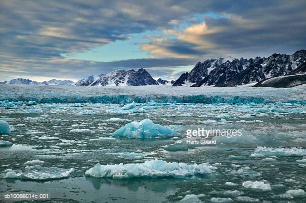 arctic, svalbard islands, fjord, glaciers and mountains at sunset - スヴァールバル諸島 ストックフォトと画像