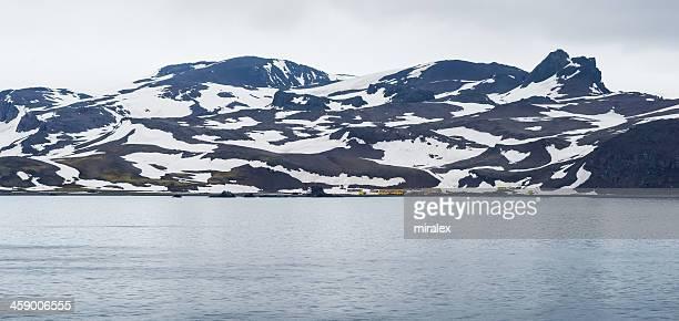 arctowski eleganza stazione antartico in ammiragliato bay, antartide - antarctic sound foto e immagini stock