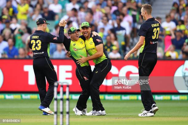 Arcy Short David Warner Marcus Stoinis and Billy Stanlake of Australia celebrate Warner running out Dawid Malan of England during game two of the...